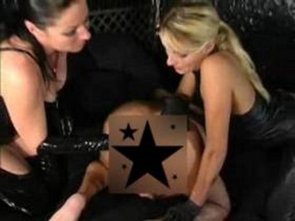Zwei Ladies bei der TV Erziehung